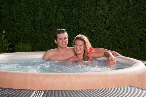 couple relaxing in Softtub